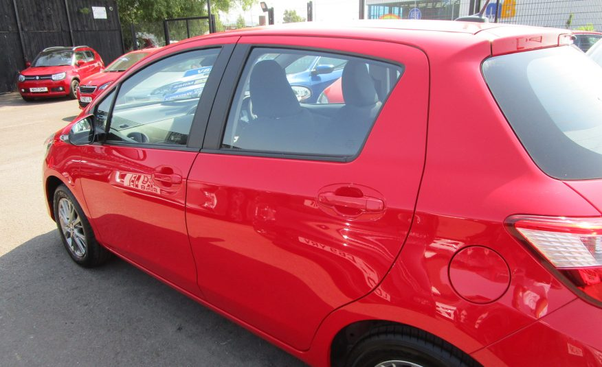 Toyota Yaris VVTi Icon Tech 5 Door 17 Reg